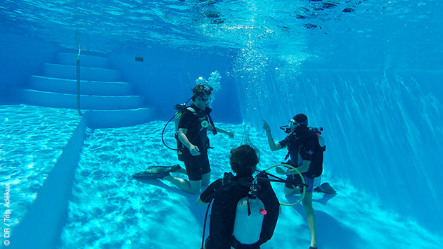 Baptêmes en piscine avant les immersions dans la mer des Caraïbes de Cat Island