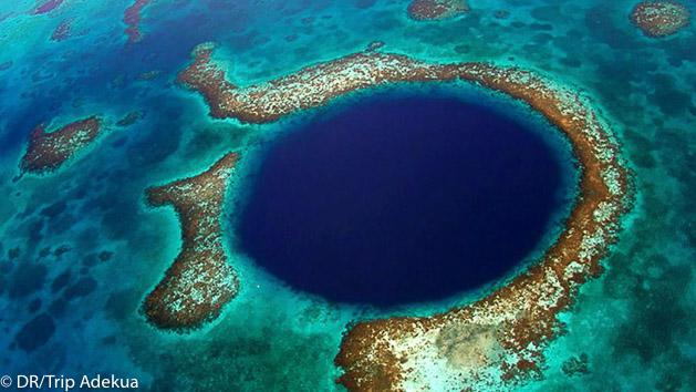 Plongez au cœur du fameux Blue Hole au Belize