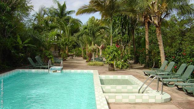 la piscine et votre bungalow à la dominique après avoir plongé